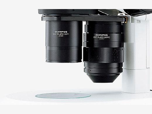 レボルバーに対物レンズを装着すれば3.5×~230×までズームアップ
